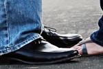 Skaistas, melnas kurpes